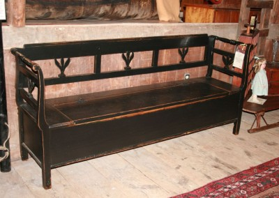 black tulip bench