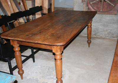 turned leg harvest table w bench